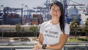La estibadora Natalia Vicente, en el puerto de València.