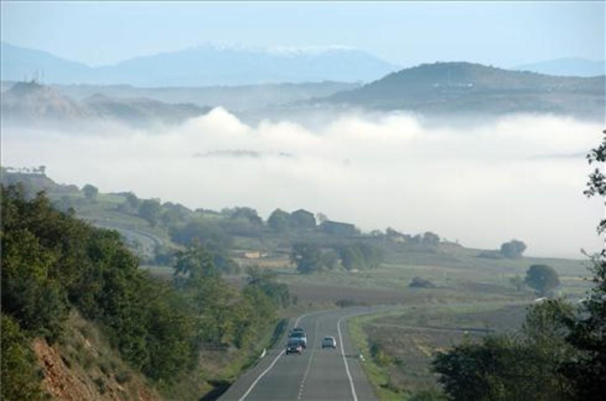 Niebla sobre Artesa de Segre (Lleida), en una imagen de archivo.