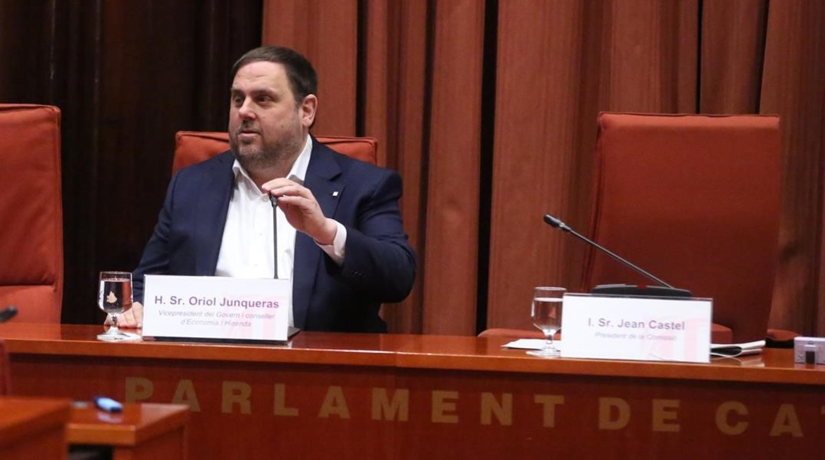 Oriol Junqueras, en la comisión de Afers Institucionals del Parlament.