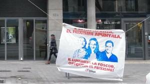 Carteles de Arran vinculan a Franco con Arrimadas y Fernández Díaz