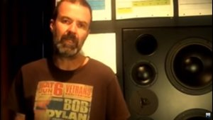 Pau Donés, en un fotograma del vídeo en el que anuncia su adiós a la música.