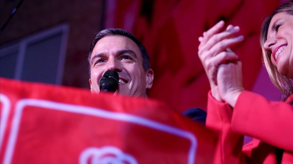 Pedro Sánchez comparece tras el escrutinio.