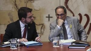 Pere Aragonès y Quim Torra, este martes, en la reunión del Govern.