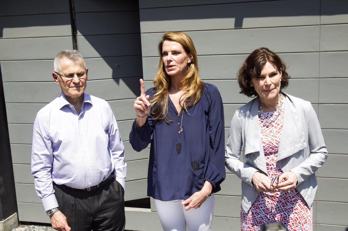 Las hijas y el hermanodel expresidente peruanoPedro Pablo Kuczinsky.