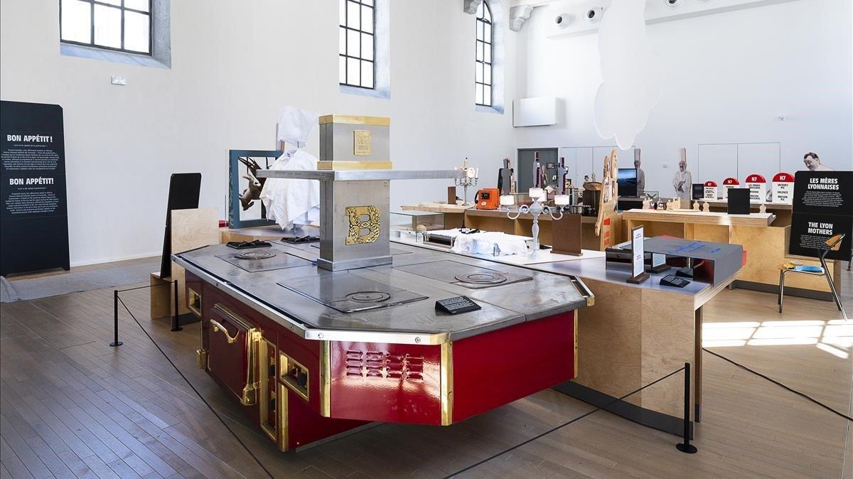 El 'piano' de Paul Bocuse, padre de la 'nouvelle cuisine', en una de las salas dela Cité Internationale de la Gastronomie.