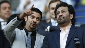 El propietario del Málaga, Abdullah Al-Thani (derecha), provocó la polémica.