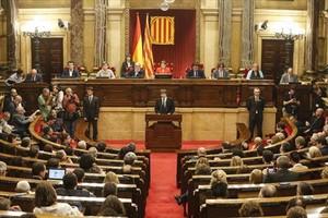 Puigdemont, en el estrado del Parlament, el martes de la semana pasada.
