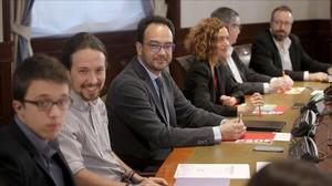 Reunión de los equipos negociadores de PSOE, Podemos y Ciudadanos, el jueves en el Congreso.