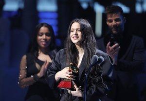 Rosalía gana el Grammy Latino al Álbum del año por El mal querer.