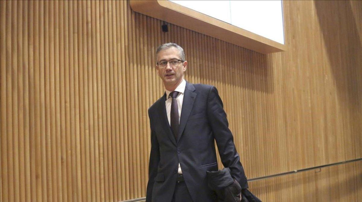 El gobernador del Banco de España,Pablo Hernández de Cos, antes de participar en una comparecencia en el Congreso de los Diputados.