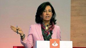 La presidenta del Banco Santander Ana Patricia Botin durante su intervencion en el Investor Day en Londres el 3 de abril.