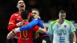 Los jugadores españoles celebran el triunfo.