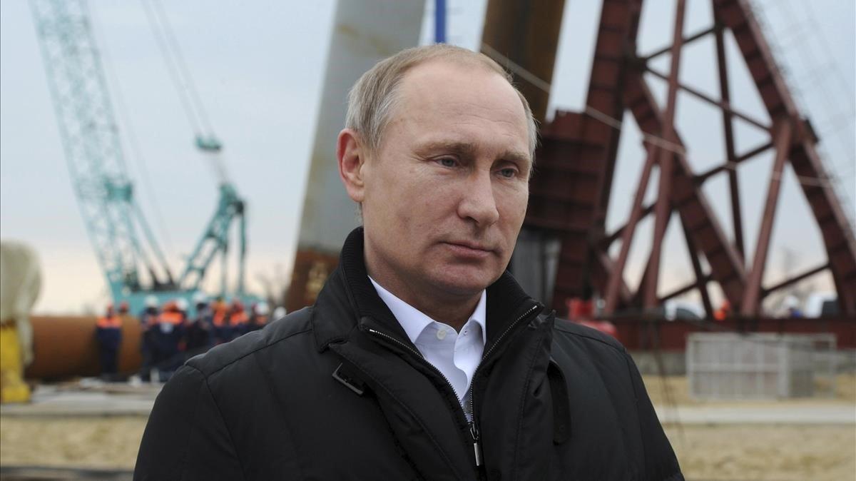 Vladimir Putin en el estrecho de Kerch en marzo del 2016.