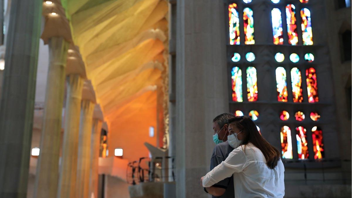 La Sagrada Famíliia abre sus puertas a los sanitarios.