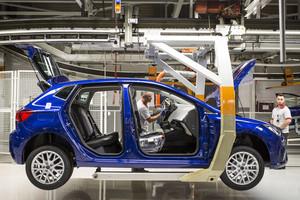 Imagen de un proceso de la cadena de montaje de la planta de Seat en Martorell (Barcelona).