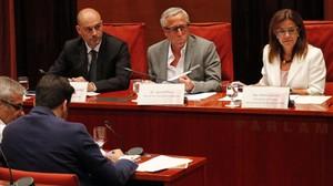 La presidenta en funciones de la CCMA,Nuria Llorach; el director de Televisio de Catalunya, Jaume Peral, yel director de Catalunya Ràdio,Saül Gordillo, en una comparecencia parlamentaria.