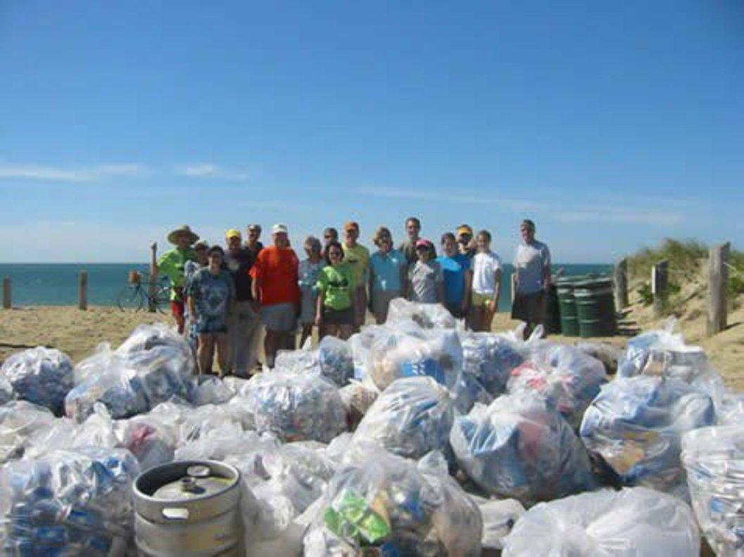 #Trashtag Challenge, el nuevo reto viral que está logrando limpiar la basura de las playas