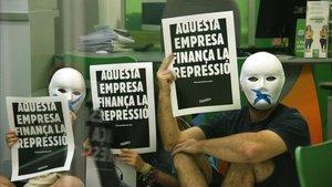 Activistas del Tsunami Democràtic en la oficina de Iberdrola, esta mañana