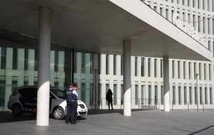 Una patrulla de los Mossos en la Ciutat de la Justícia de LHospitalet.