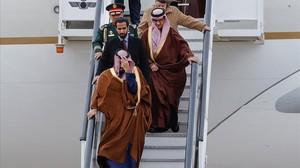 El príncipe heredero saudí, Mohamed Bin Salman, llega a Torrejón de Ardoz (Madrid), este jueves.