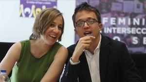Íñigo Errejón y Tania Sánchez, en la primera reunión de su candidatura a la Comunidad de Madrid en 2019.