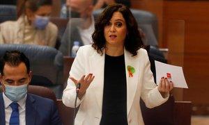 La presidenta de la Comunidad de Madrid, Isabel Díaz Ayuso, el jueves en la Asamblea de la región. Luce el lazo naranja, símbolo de defensa de la escuela concertada y en contra de la 'ley Celáa'.