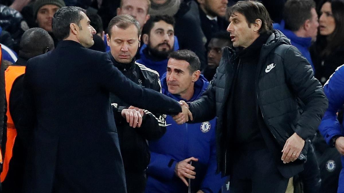 Valverde y Conte se saludan en Stamford Bridge en el duelo europeo.
