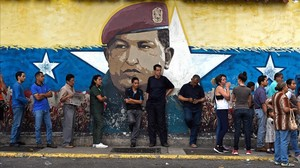 Venezolanos hacen cola para votar en Caracas durante las elecciones del pasado 15 de octubre.