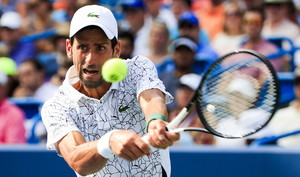Djokovic, camino de su victoria.