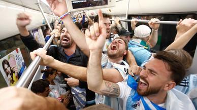 Messi y sus compañeros desatan la locura en Argentina
