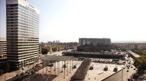 La plaza de la estación de Sants con el Gran Hotel Torre Catalunya, a la izquierda.