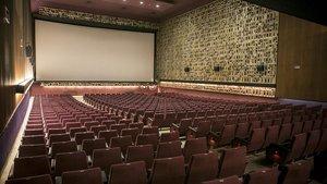 Interior del cine Aribau, el último palacio del cine que subsiste en Barcelona.