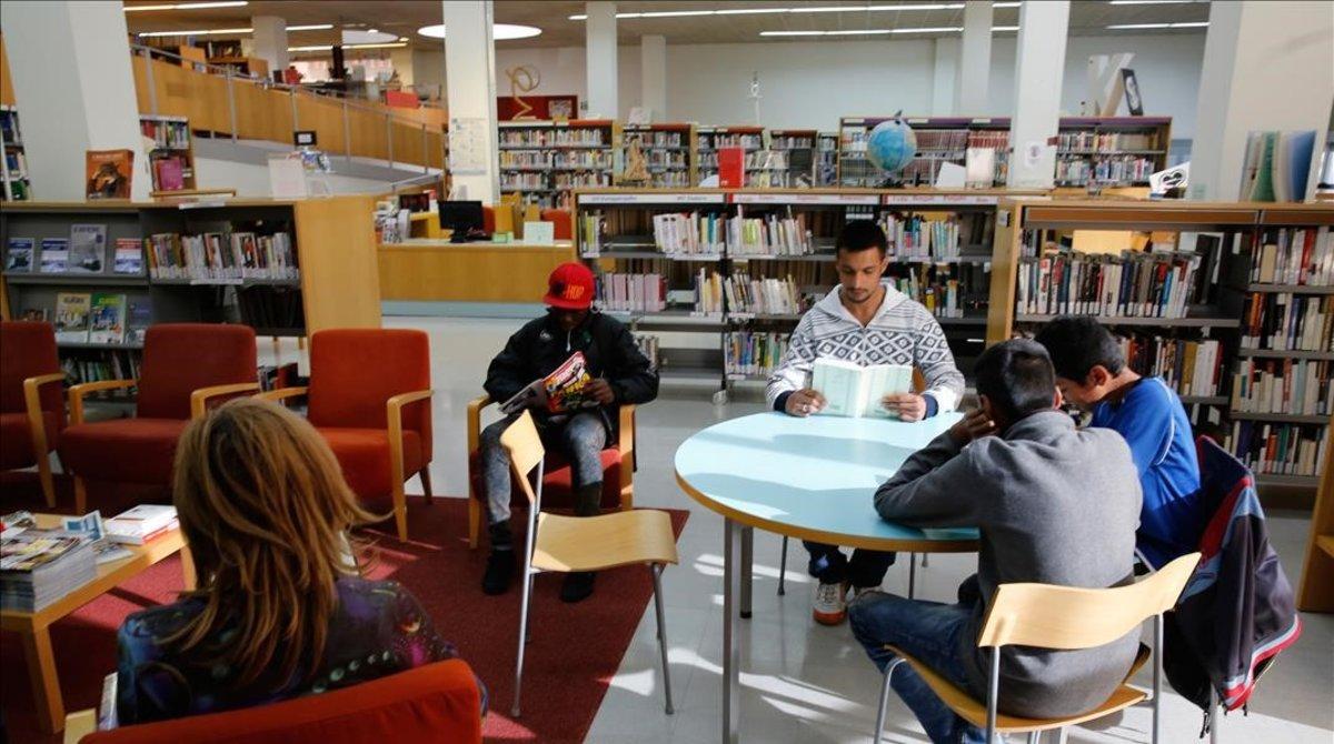 """Badalona tanca tres biblioteques """"per dificultats en la climatització"""""""