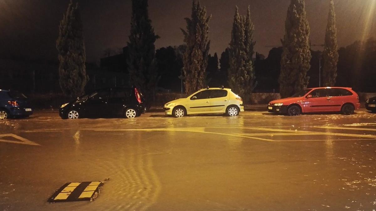 Una calle inundada de Badalona.