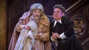 Joan Pera y Pep Sais, en una escena de 'El fantasma de Canterville'.