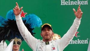 Lewis Hamilton, en el podio de Monza, septiembre del 2018.
