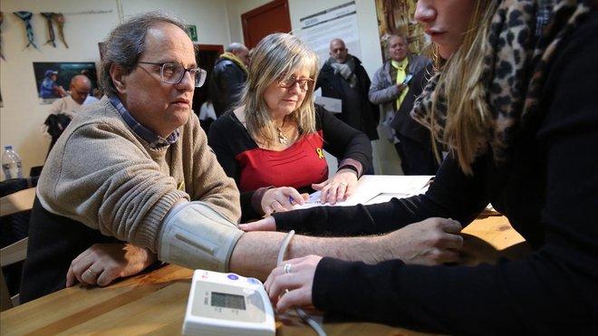 El president Quim Torra se somete a unas pruebas antes de comenzar la huelga de hambre en Montserrat.