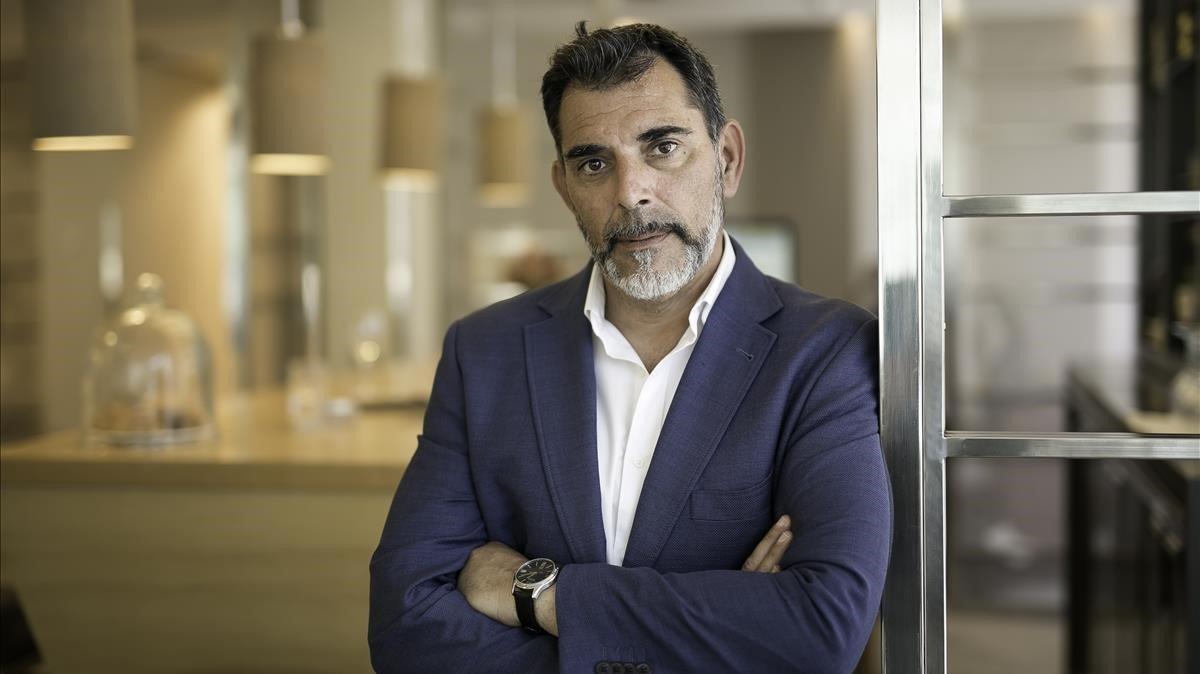 El escritor Víctor del Árbol, en Barcelona.