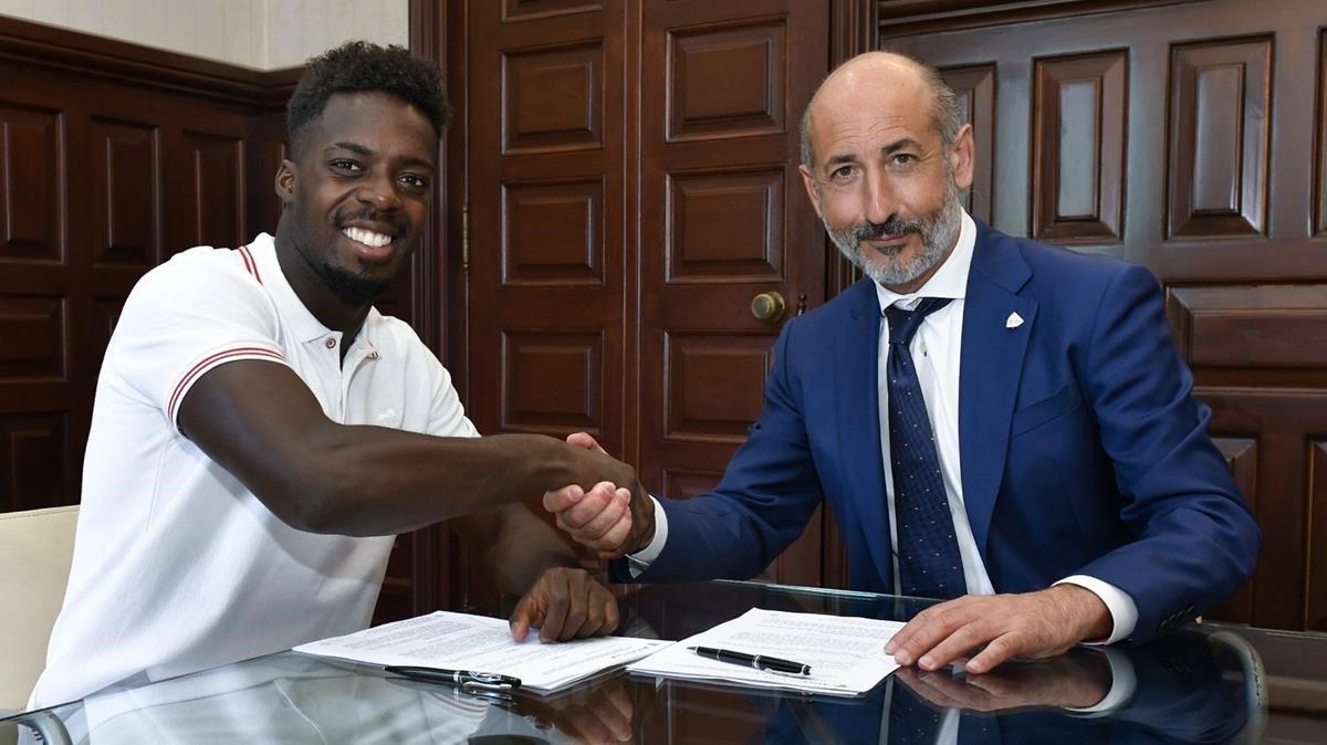 Iñaki Williams firma su renovación con el Athletic de Bilbao.