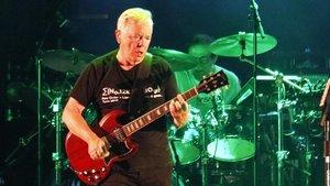 Bernard Summer, cabecilla de New Order y ex-Joy Division, en la actuación del grupo en el Festival de la POrta Ferrada.