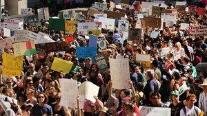 Els joves clamen a Nova York pel clima: «Tenim veu, no pararem»