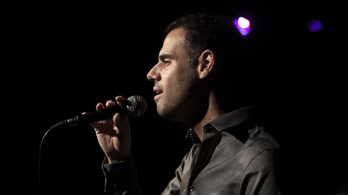 Joan Vázquez, durante un ensayo de '20 anys no són na'.