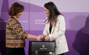 Irene Montero, la ministra de Igualdad,en el intercambio de carteras con Carmen Calvo, la anterior ministra del ramo.