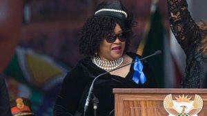 Imagen de archivo de la hija menor de Nelson Mandela, Zindzi, fallecida este lunes.