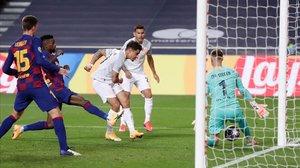 Philippe Coutinho marca el octavo gol del Bayern.