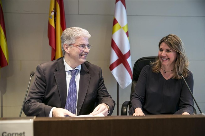 Jordi Cornet, delegado especial en el Consorci de la Zona Franca, y Blanca Sorigué, directora general de la feria Edelivery Barcelona Expo & Congress.