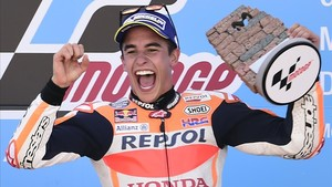 Marc Márquez celebra su último triunfo en Aragón.