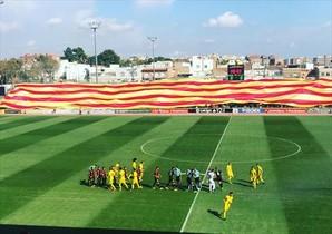 La bandera cuatribarrada que exhibió el Reus.