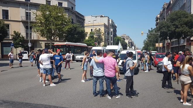 Momento de protestas de los taxistas