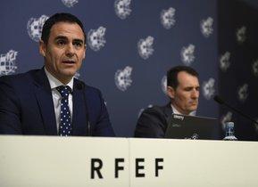 Velasco Carballo (i) y Clos Gómez en rueda de prensa.